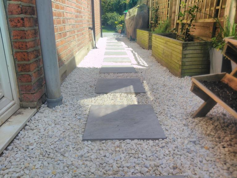 Pavestone Porcelain Stepping Stones and Cotswold Chippings